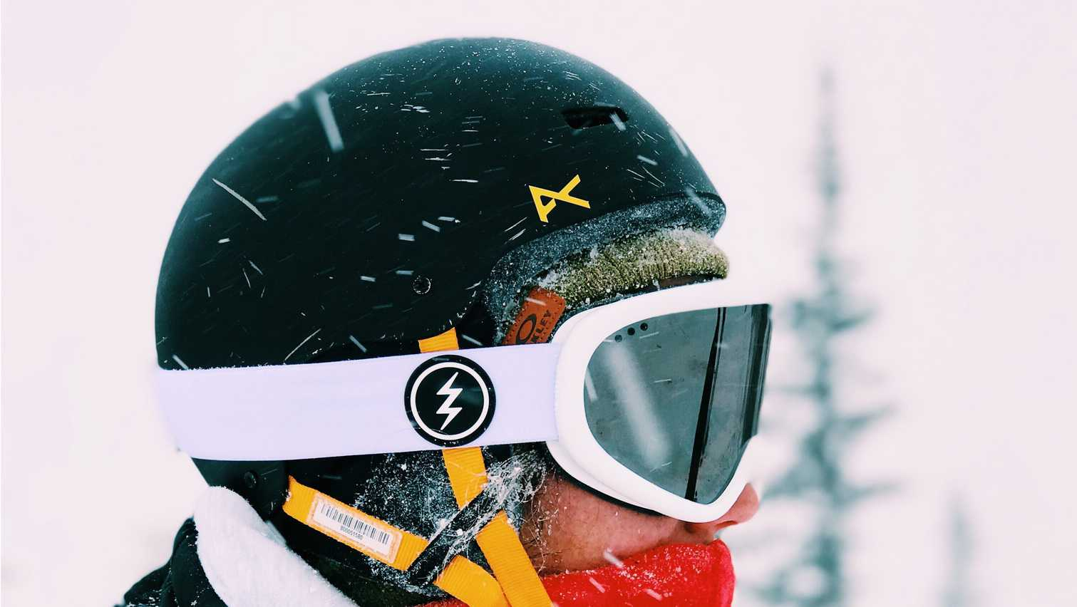 53aede7361e Safety first is the most important rule in the world of snowboarding