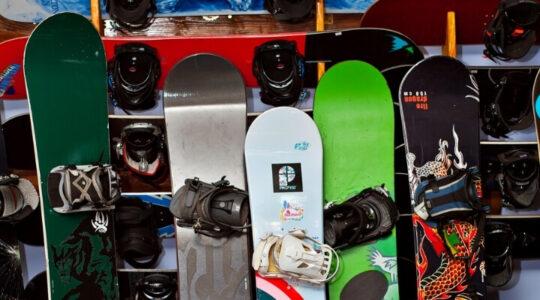 13 Best Snowboards of 2021-2022