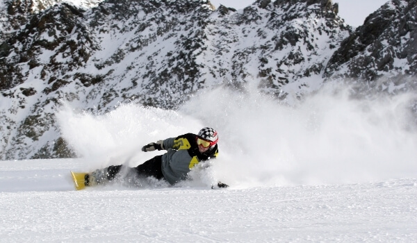 carving snowboarding