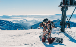 10 Best Snowboard Jackets for 2021-2022